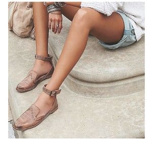 Shoes - Summer closed toe sandals
